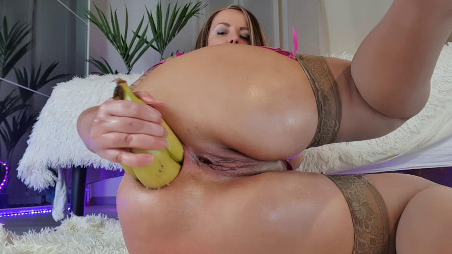 Fisting and Dildo More streched... mmmm i love it