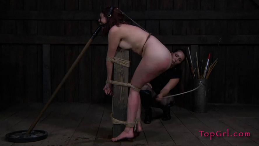 BDSM Lila in Red Lila Katt