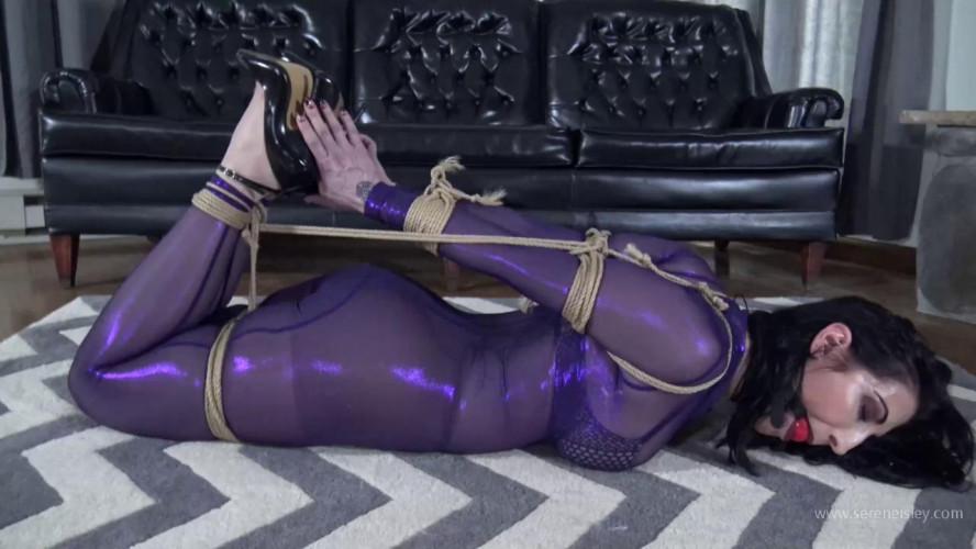 BDSM Latex Raven Eve: Super Arch Jute Hogtie