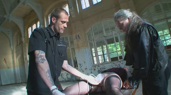 BDSM Demtigung in der Heilanstalt Part 2