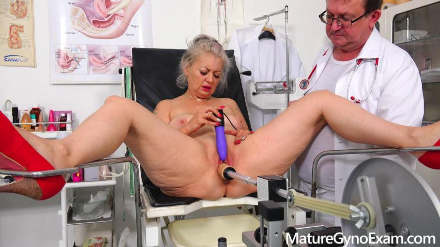 Sex Machines Veronique Mature Gyno Exam