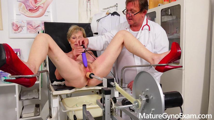 Sex Machines Antonia Mature Gyno Exam