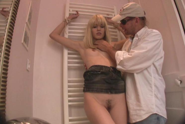 BDSM Heidi Bathroom