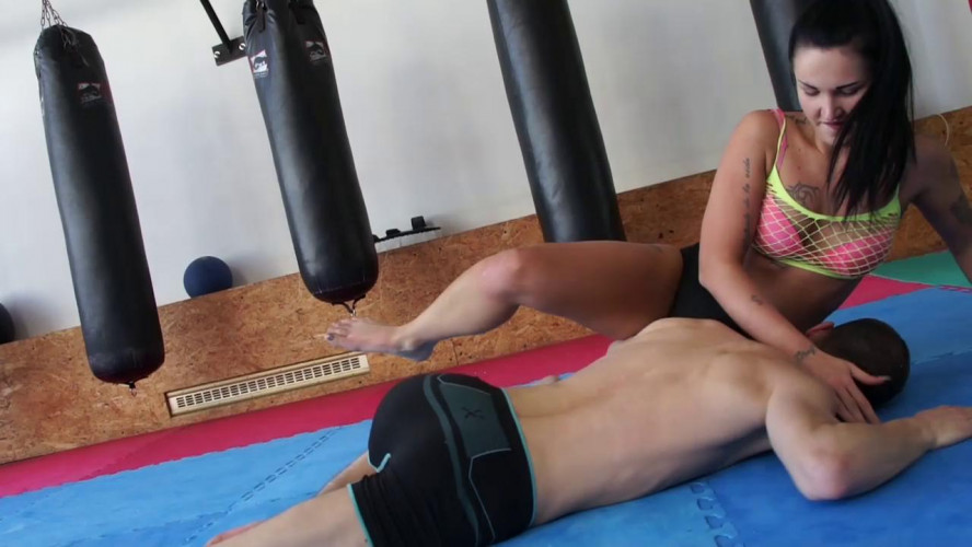 Femdom and Strapon Mixed Wrestling Zone - Isabel vs Frank - Ass-Quashed, Leg-Crushed!