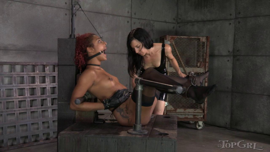BDSM Latex Daisy Ducati and Elise Graves