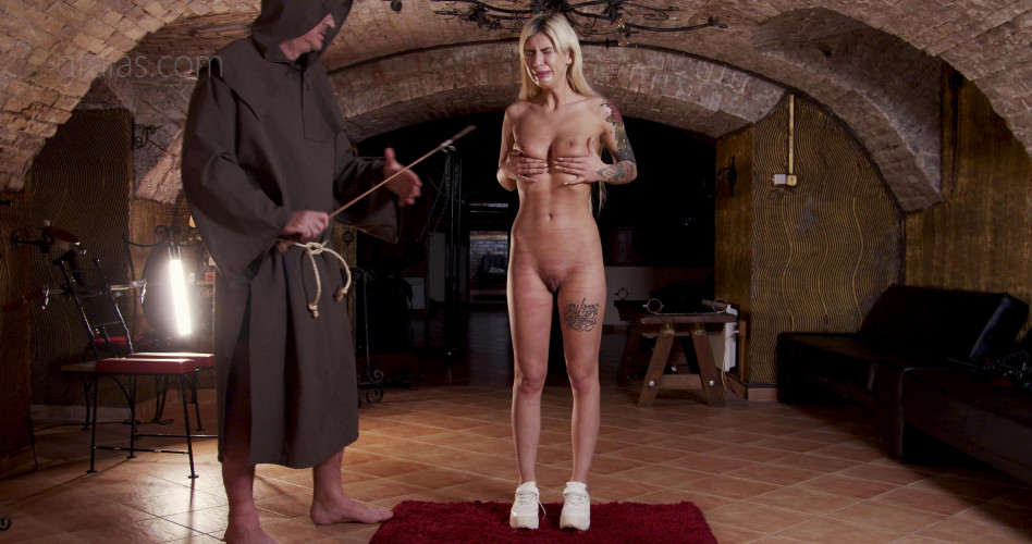 BDSM Humiliation & Whipping For Beauty Slave Mia