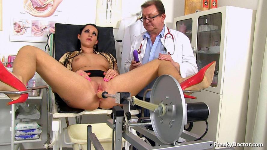 Sex Machines Selina (Salina) (23 years girls gyno exam)
