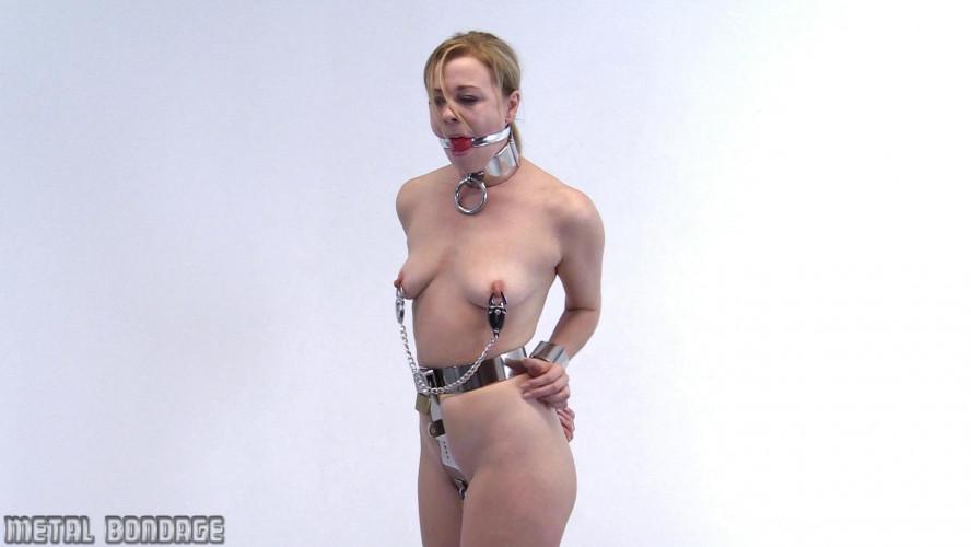 BDSM Lucy Lauren – heavy belt, heavy clamps
