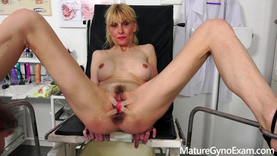 Sex Machines Valeria Blond Mature Gyno Exam