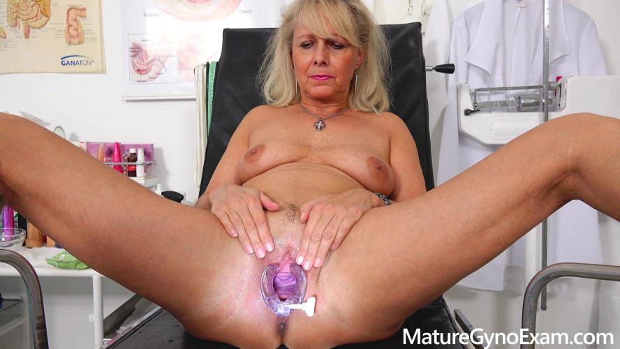 Sex Machines Koko Blond Mature Gyno Exam