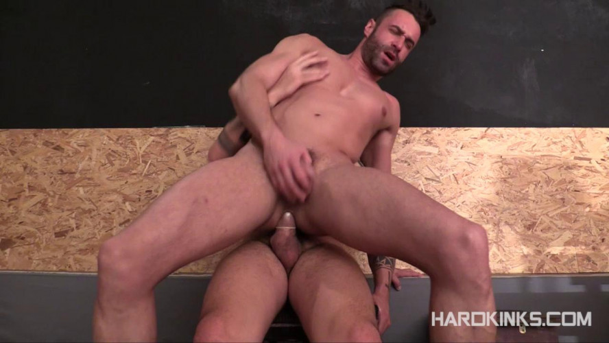 Gay BDSM Fuck The Muscle Pup (Aday Traun, Mateo Stanford)