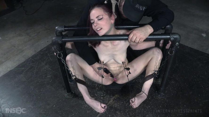BDSM Ivy Addams Pit Pull