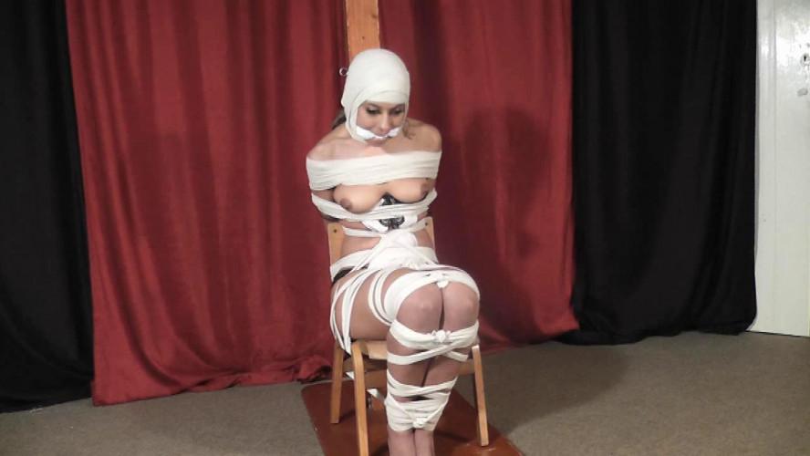 BDSM Malika Likes Ropes