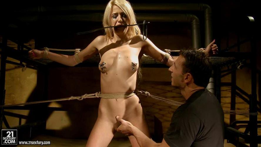 BDSM Blanche Summer