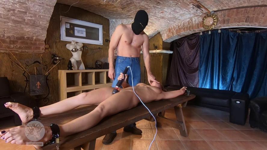 BDSM Renata reacts sensitively to sexual stimulation