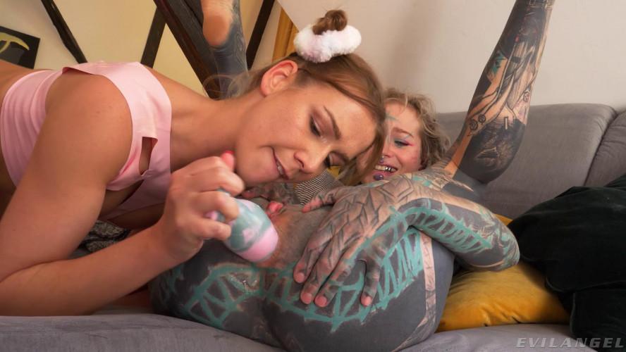 Fisting and Dildo Anuskatzz & Alexis Crystal - Lesbian Alt-Sex