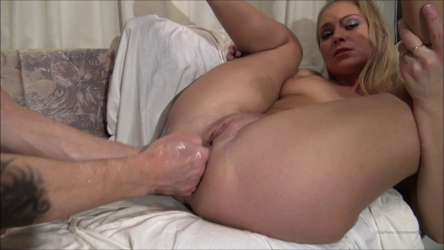 Fisting and Dildo Wrecking it. Extreme double fist