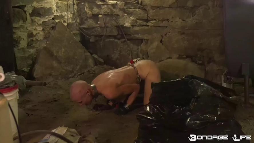 BDSM BrutalMaster and Rachel Greyhound - Boiler Room Cleaning