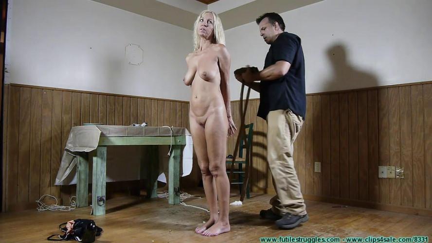 BDSM Amanda Foxx Visits Uncle Erics Restaurant