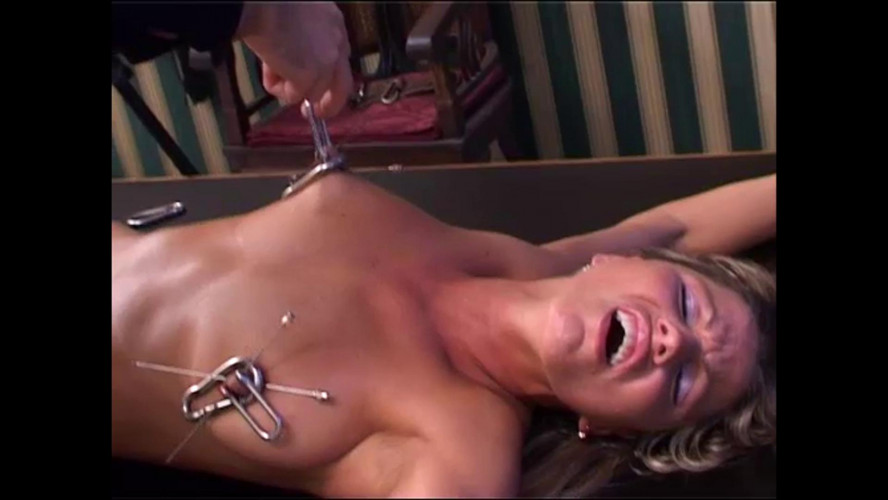 BDSM Beauty Hilde Visiting the Torture Galaxy