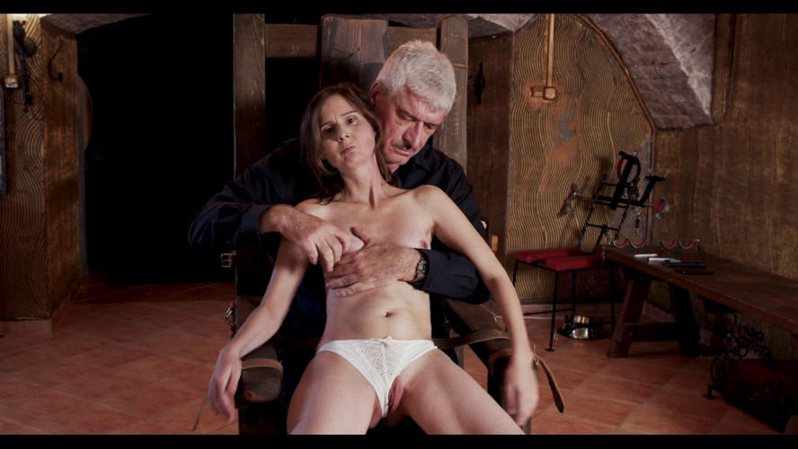 BDSM Slave of Throne - Part 01