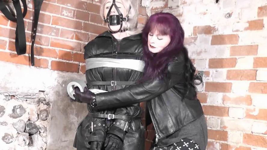 BDSM Kiemim Likes Bondage