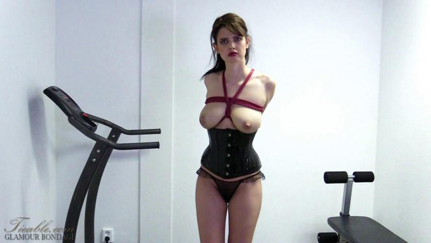 BDSM Yasmine static workout