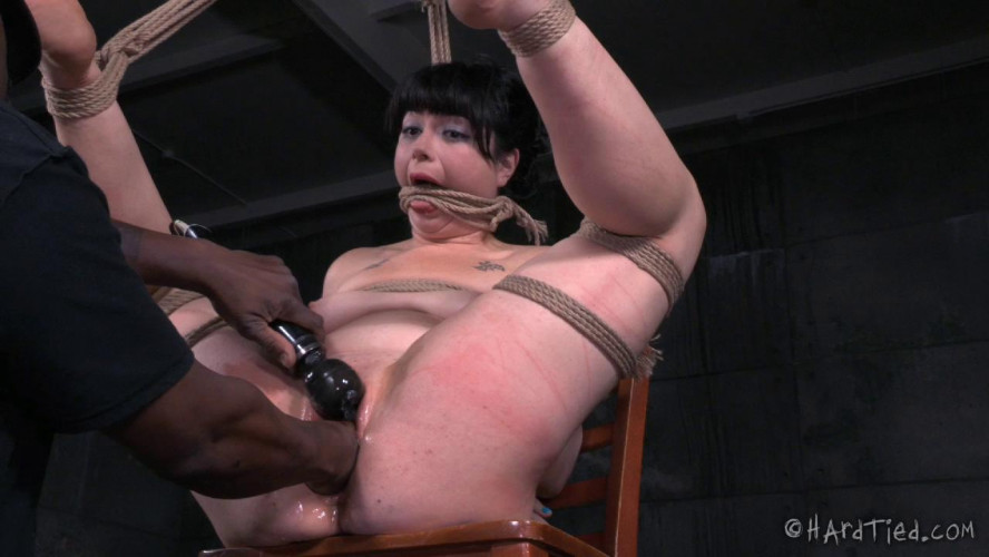 BDSM Siouxsie Q Gives Herself To Jack Hammer Entirely