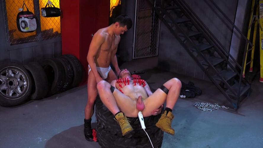 Gay BDSM Fisting Central - Bondage Garage