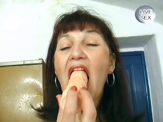 Fisting and Dildo Mature woman stripping
