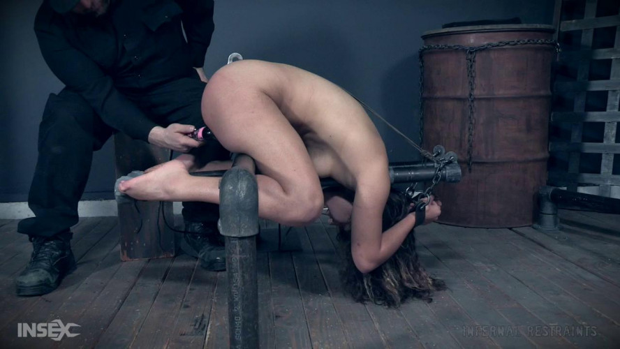 BDSM Confining Bondage With Minnow Monroe