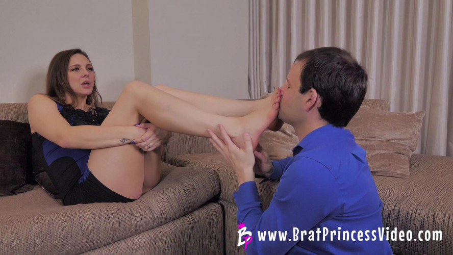 Femdom and Strapon Uses her Date for Worship and Cash
