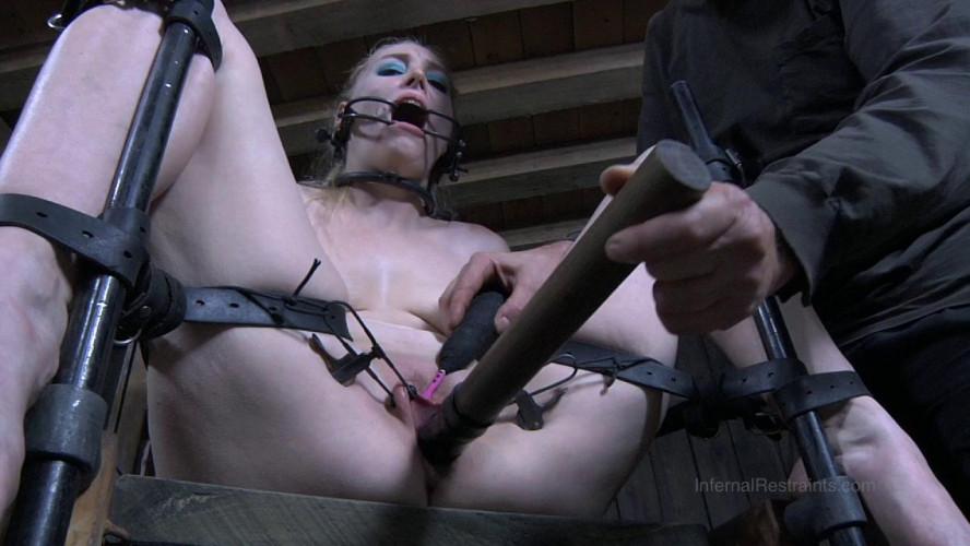 BDSM Headless Hunter Part 1 - Delirious Hunter
