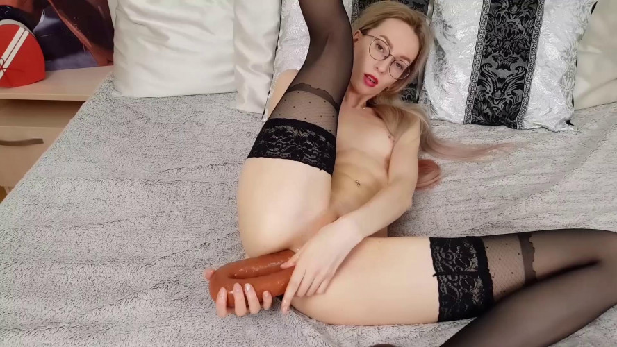 Fisting and Dildo Sirenafox anal with toys and huge gape