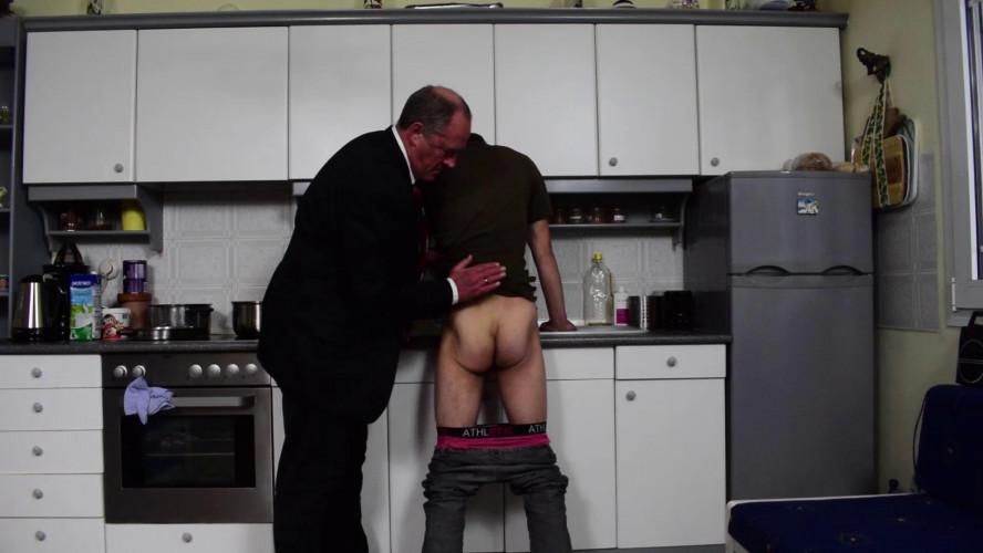 Gay BDSM Conrad wash up