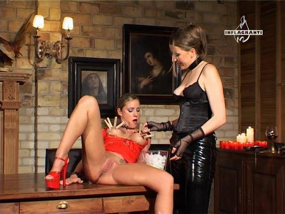 BDSM Latex Lady K. und Ihre Zofen