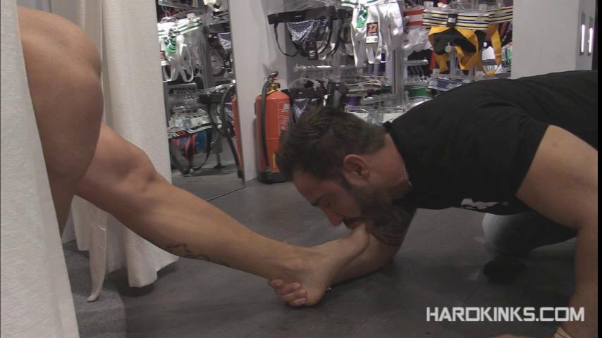 Gay BDSM Servicing Customers (Antonio Aguilera, Martin Mazza) (480p)