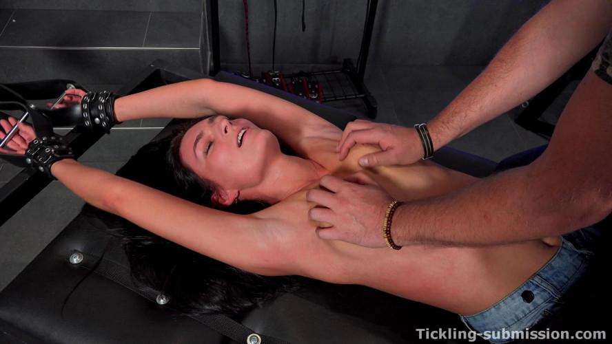 BDSM HD Bdsm Sex Videos Extra Ticklish Leanne On Rack