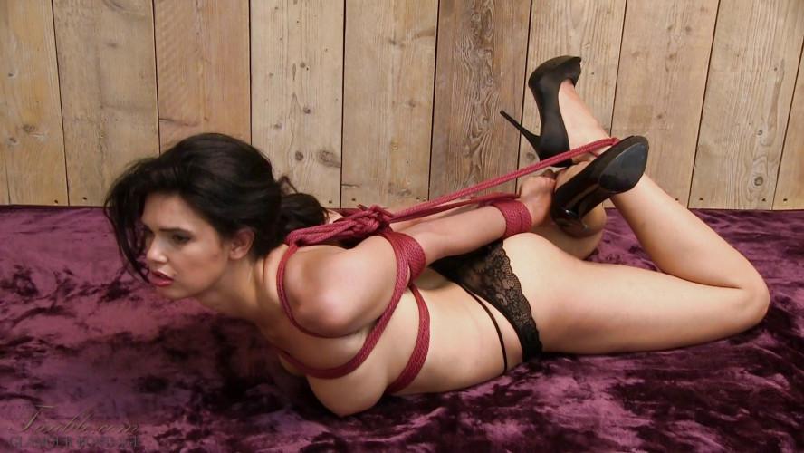 BDSM Yasmine elbow bondage hogtie