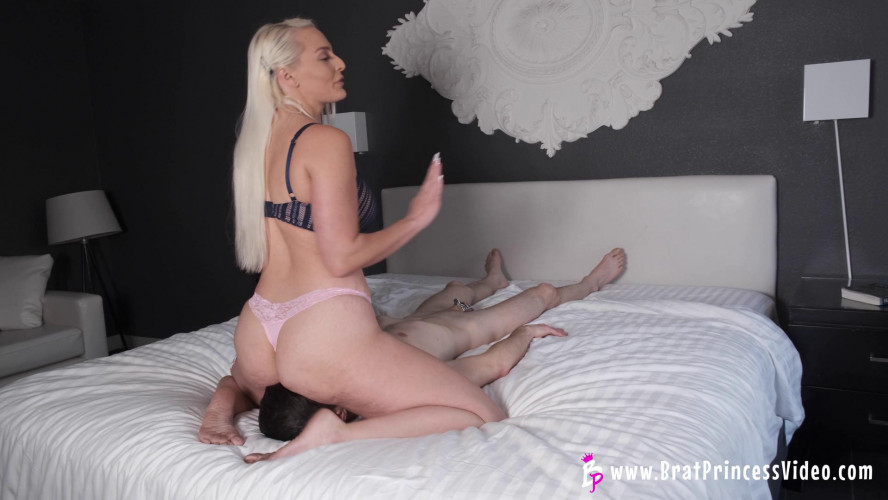 Femdom and Strapon Macy Cartel I Love Sitting On Your Face