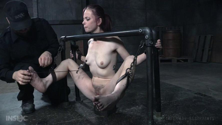 BDSM Pit Pull - Ivy Addams