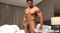 MuscleHunks – Wade Trent – Muscular Male Stripper