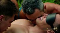 Davey Receives 1000 Kisses (Davey Wavey)