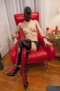 SI – Rubber Couple Chained To The Wall