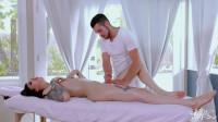 Ryder Monroe & Dante Colle – Massaging Ryder