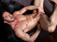 Muscled Hunk Rob Stonebridge Gives His Hole A Finger Fuck (2014)