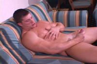 MuscleHunks – Arkady Zadrovich – Arousing Flexes