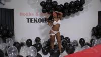 Tekohas Balloons in white studio