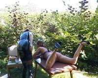 Open-air femdom fun