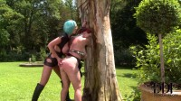 Leigh Darby And Vanessa - Bizarre In The Garden